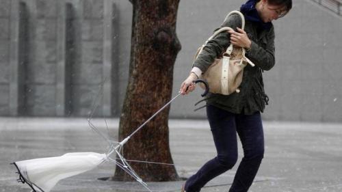 Atenţionare ANM de ploi şi vânt puternic în toate regiunile ţării. Vezi prognoza meteo până marţi