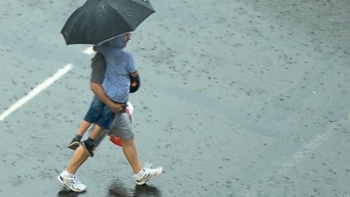 Ploi şi furtuni în toată ţara. De joi, temperaturile cresc din nou. Vezi prognoza meteo pe trei zile