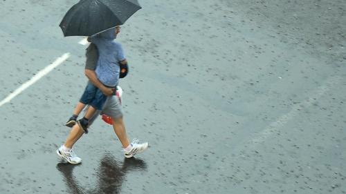 Începutul de săptămână ne aduce ploi şi vreme rece. Vezi prognoza meteo până miercuri