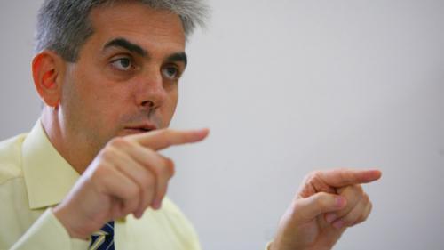 Eugen Nicolăescu desfiinţează direcţiile de sănătate publică judeţene şi casele judeţene de asigurări de sănătate