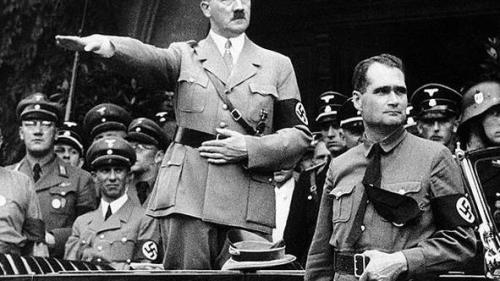 SOFISTICATUL ADOLF: Cocktail de droguri pentru pasiunile lui Hitler