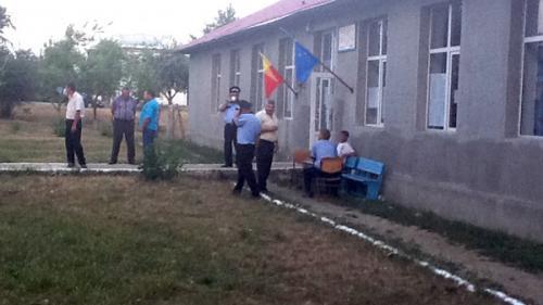 Poliţist vasluian, împuşcat în gât de un coleg