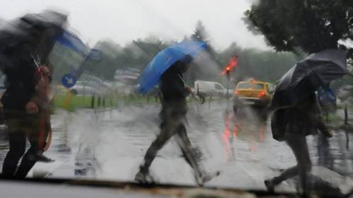 COD GALBEN de ploi, grindină şi vijelii în 20 de judeţe, plus Capitala. HARTA ZONELOR AFECTATE