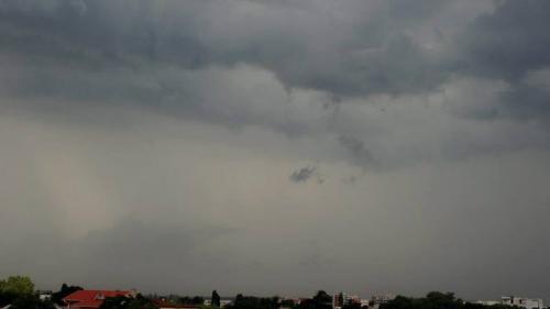 COD GALBEN de ploi abundente, vijelii şi grindină. Ce zone sunt afectate