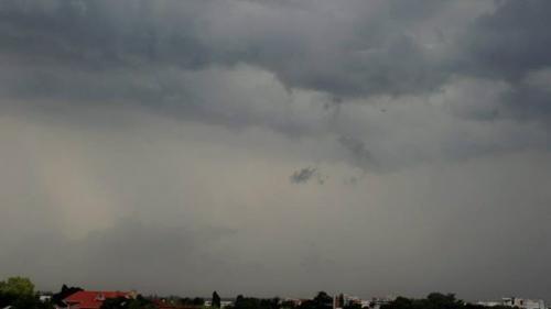 ALERTĂ METEO: Ploi torenţiale, vijelii şi grindină, până miercuri, la ora 21:00. HARTA ZONELOR AFECTATE