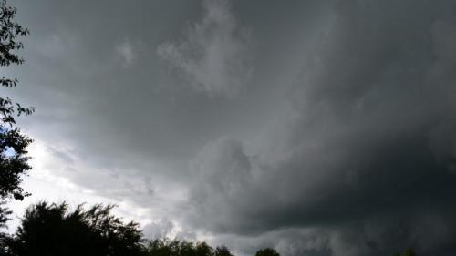 COD PORTOCALIU de ploi abundente, grindină şi vijelii, în mai multe judeţe. Ce zone sunt afectate