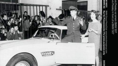 Se restaurează BMW 507 care a aparţinut lui Elvis Presley (GALERIE FOTO). De ce a ales regele culoarea roşie