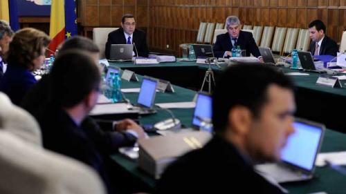 Românii ar putea să-şi ceară insolvenţa. Aviz favorabil pentru proiectul care permite blocarea executării silite şi dobânzile de întârziere