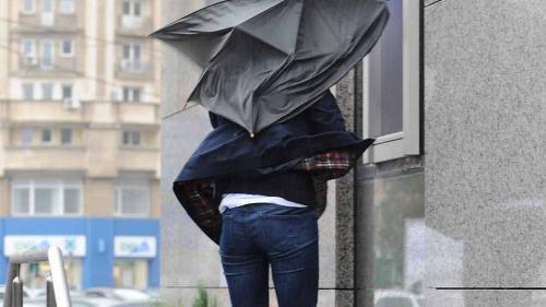 NOWCASTING - COD GALBEN de precipitaţii, descărcări electrice, grindină şi intensificări ale vântului în Constanța