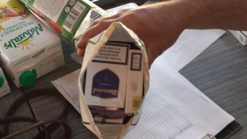 Prinsă cu ţigările de contrabandă în chiloţi
