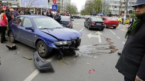 Accident CUMPLIT pe DN 1C. O familie intreaga a ajuns la spital