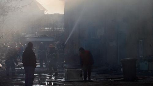 O mamă şi cei patru copii ai săi, internaţi în spital după ce locuinţa le-a fost incendiată