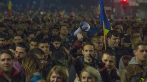 Protest în Piaţa Universităţii faţă de poziţia lui Iohannis cu privire la unirea cu R. Moldova