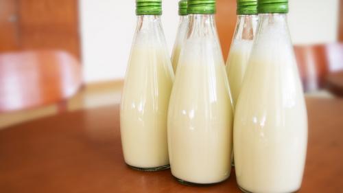 Şase elevi din Codlea la spital, după ce au băut lapte la şcoală; alţi cinci elevi din Braşov primesc îngrijiri