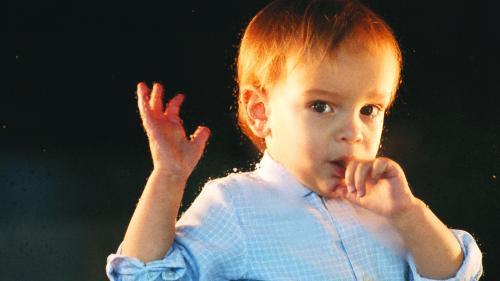 Copilul tău își roade unghiile?De ce nu ar trebui să îl oprești