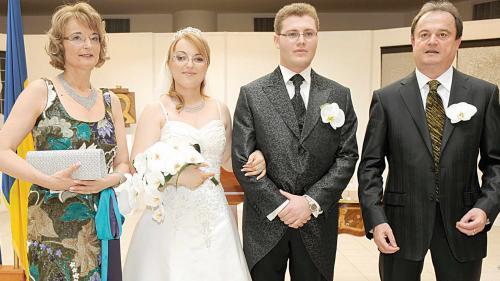 Doi foşti ofiţeri SRI, ţepuiţi de fiica lui Vasile Blaga