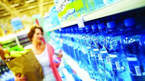 Campanie Jurnalul Național. Care sunt pericolele din sticlele de apă minerală