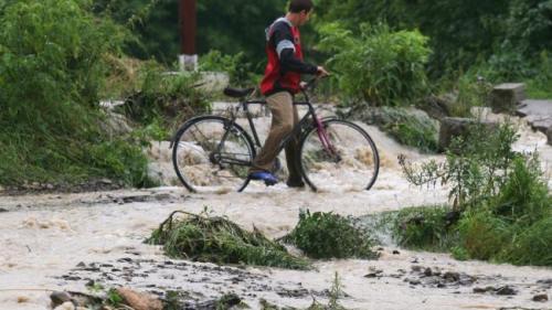 COD PORTOCALIU de inundaţii pe râuri din judeţele Vrancea şi Buzău