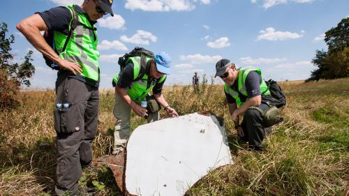 Zborul MH17: Investigaţia condusă de Olanda confirmă că avionul a fost doborât de o rachetă adusă din Rusia