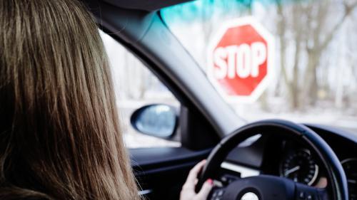 Strategia care închide arbitrar școlile de șoferi