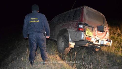Un contrabandist de țigări a călcat cu mașina un câine polițist