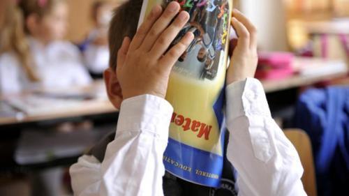 Ministrul Educaţiei interzice utilizarea temei ca instrument de pedeapsă