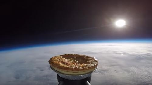 VIDEO! O plăcintă a fost trimisă ÎN SPAȚIU pentru a se coace la temperaturile înalte ale stratosferei