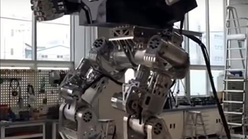 VIDEO - Viaţa bate filmul: Primii paşi ai unui robot gigantic, în Coreea de Sud
