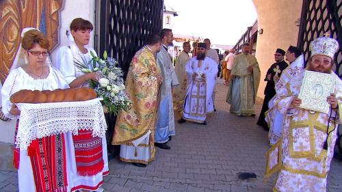 Preoții oropsiți fac concurență Bisericii Ortodoxe