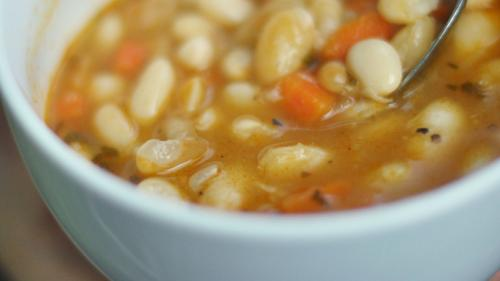 REŢETA ZILEI: Supă italienească cu fasole