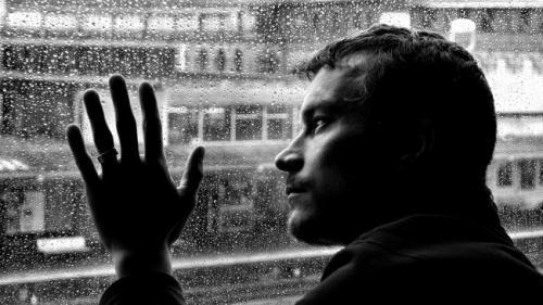 De ce dor despărţirile? Care e explicaţia psihologului