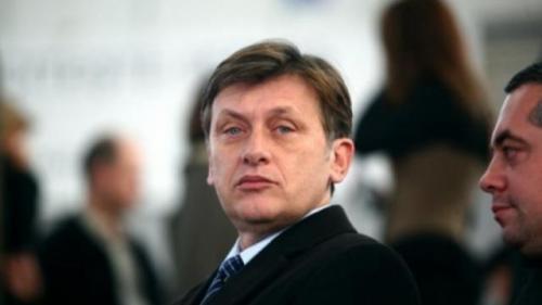 Antonescu, despre situaţia din SRI: Sper că responsabilii politici vor normaliza situaţia în sens democratic