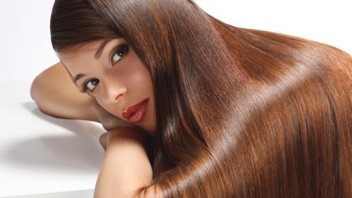 Uleiulextraordinar care previne căderea părului şi ajută la regenerarea lui
