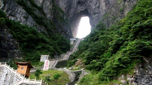 (VIDEO) Superlativele mapamondului. Fenomenele incredibile ale naturii. POARTA RAIULUI