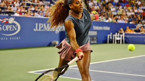 Serena Williams a pozat topless pentru ediţia specială a revistei Sports Illustrated