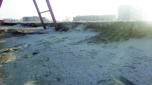Valurile au luat milioane deeuro de pe plaja din Mamaia