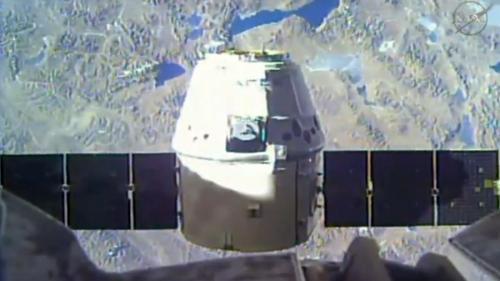 Capsula Dragon a ajuns la Staţia Spaţială Internaţională pentru livrarea alimentelor şi medicamentelor