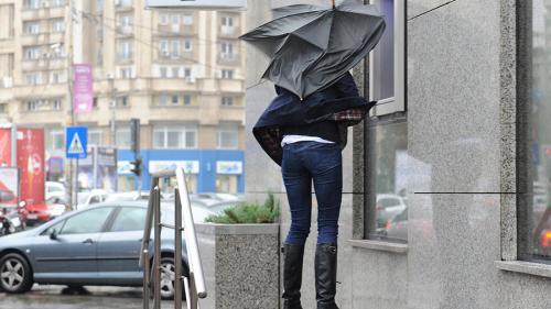 Prognoza meteo vineri seara până sâmbătă, vânt și precipitații