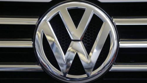 Volkswagen plafonează remuneraţia directorilor