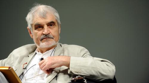 """Reputatul profesor de economie Serge Latouche vine în România: """" Trăim devoraţi de economia acumulării"""""""