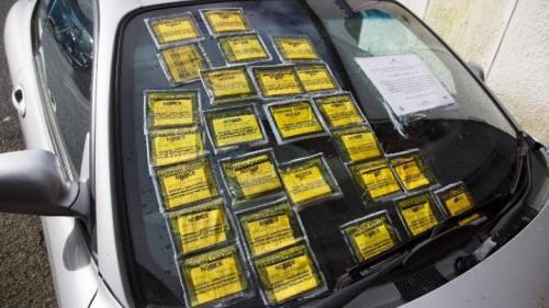 O maşină abandonată în Birmingham, în valoare de circa 150 de lire, a acumulat amenzi de parcare de 2.600 de lire