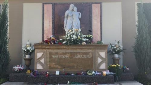Ceremonie emoționantă la Hollywood în memoria regretatei actriţe Debbie Reynolds şi fiicei sale, Carrie Fisher