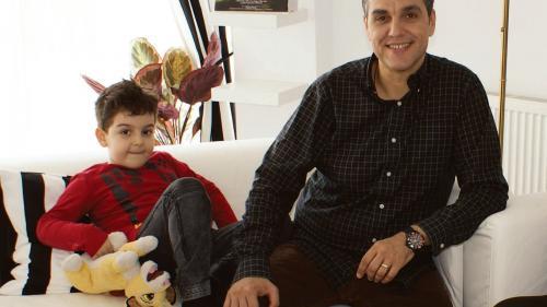 Cristi Brancu:A semnat un contract prin care promite să fie un tată perfect!