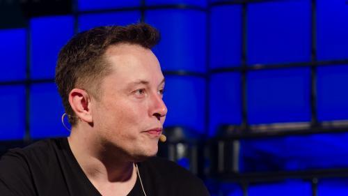 Elon Musk lansează un proiect de dezvoltare a unei interfeţe creier-computer