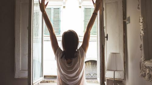 3 lucruri simple pe care e bine să le faci dimineața. Fac minuni pentru sănătate și siluetă