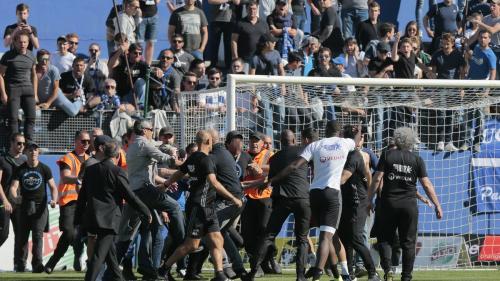 VIDEO - Violențe fără precedent în Liga 1 a Franței. Jucătorii Lyon, bătuți de suporteri, stewarzi și agenții de securitate