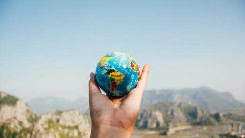 """""""Ziua Pământului"""" va fi marcată sâmbătă printr-un tur gratuit la Muzeul Naţional de Geologie"""