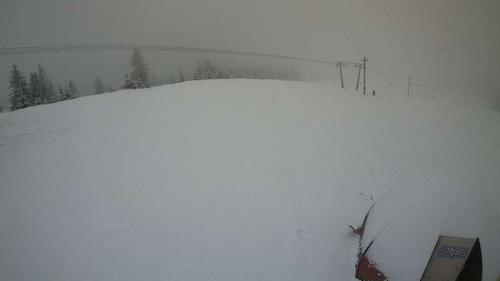 IMAGINI LIVE Zăpadă în staţiunea Păltiniş, după ce sezonul de schi s-a închis