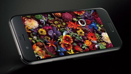Sharp dezvăluie Aquos R, un smartphone high-end echipat cu o cameră foto de 22,6 MP