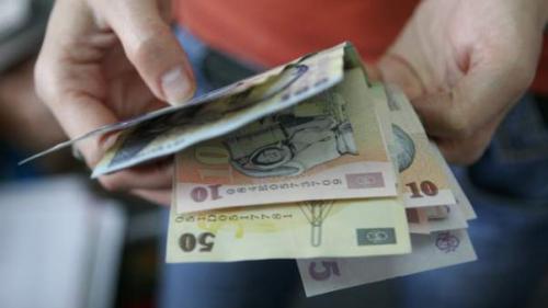 Salariul minim ar putea ajunge la 2.500 lei